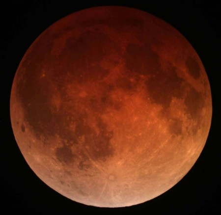 Lunar_eclipse_April_15_2014_California_Alfredo_Garcia_Jr1